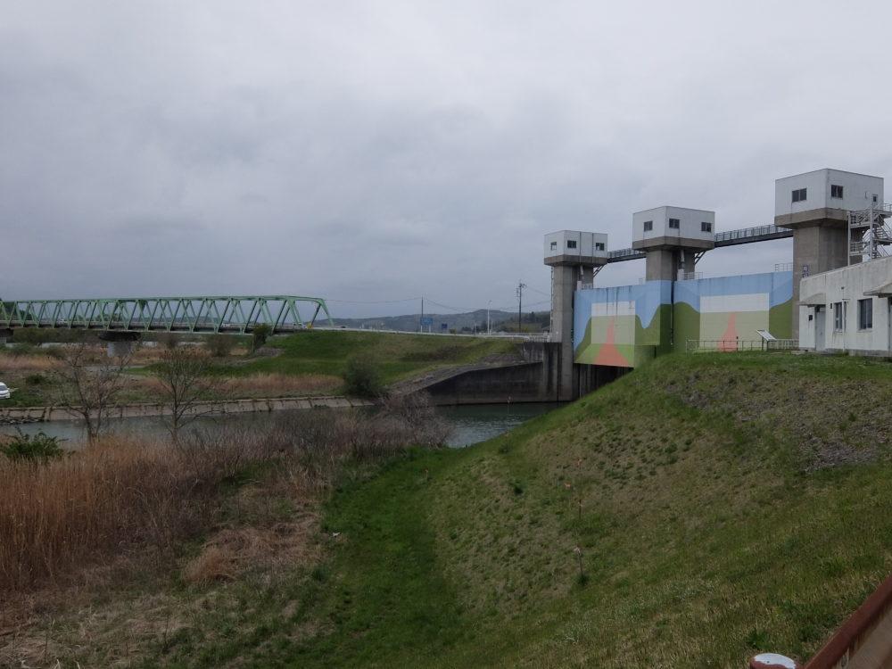 南沢川の合流点の水門